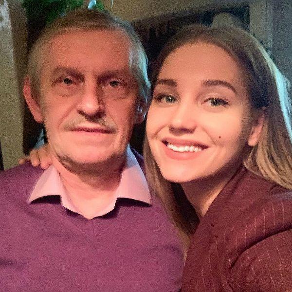 Отец Кристины Асмус отпраздновал 60-летие на концерте Comedy Club, где его поздравили 7 тысяч зрителей
