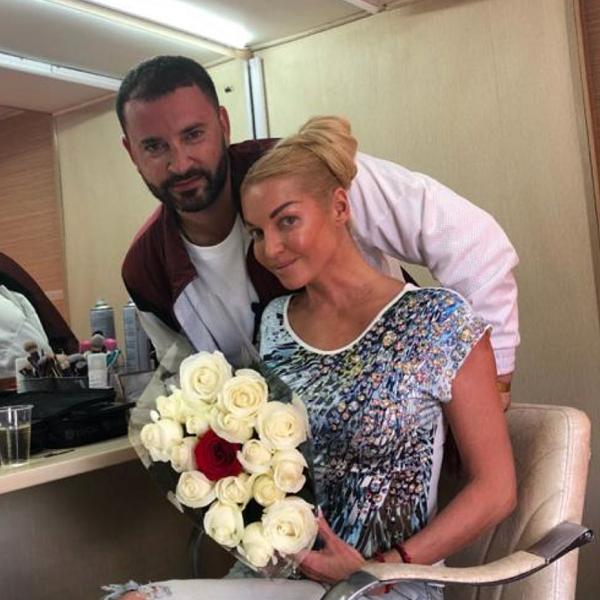 Анастасия Волочкова снялась в клипе Леонида Закошанского в образе продавщицы Зины