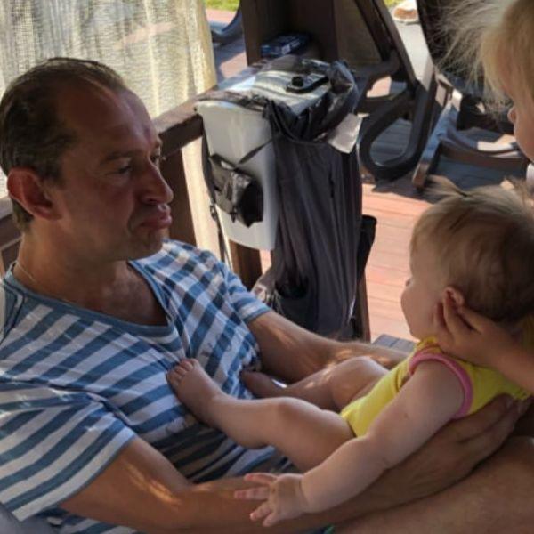 Супруга Константина Хабенского впервые показала фото младшей дочери