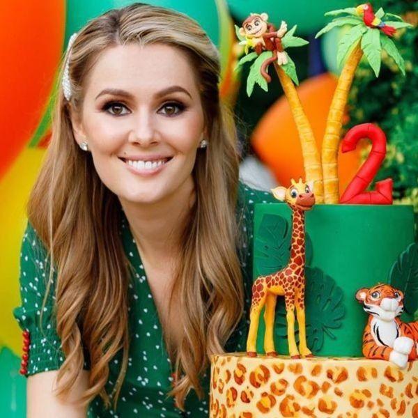 Мария Кожевникова поздравила с днем рождения партнера по сериалу «Универ» Виталия Гогунского