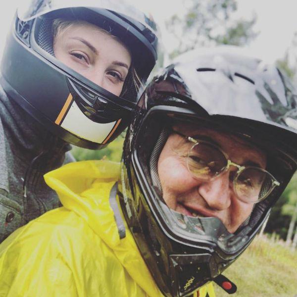 59-летний Дмитрий Дибров с молодой женой врезались на мотоцикле в дерево