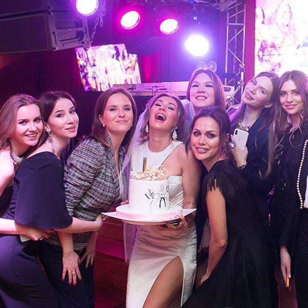 Дочь Александра Серова опубликовала фотографии с девичника