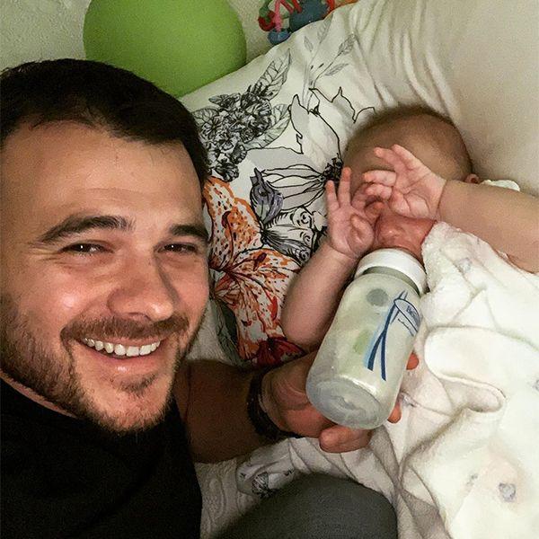 Эмин Агаларов запечатлел на фото момент кормления 7-месячной дочери Афины