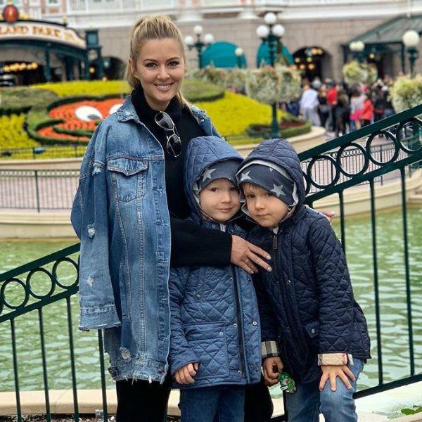 Мария Кожевникова показала, как повеселилась с детьми в Диснейленде