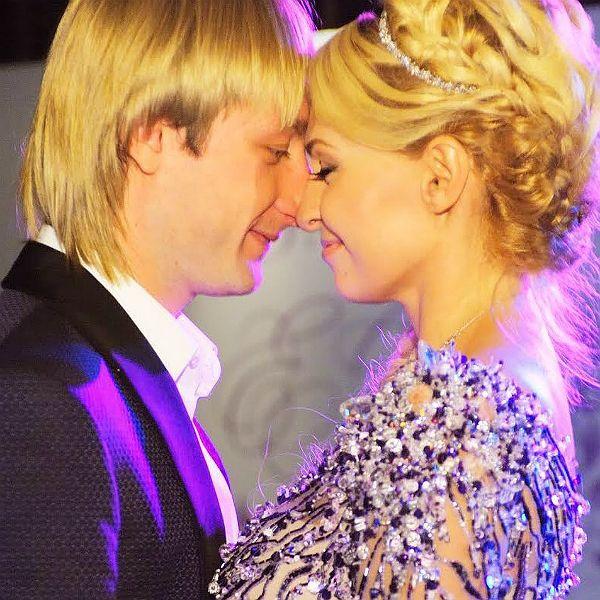 Яна Рудковская и Евгений Плющенко трогательно поздравили друг друга с 10-й годовщиной свадьбы