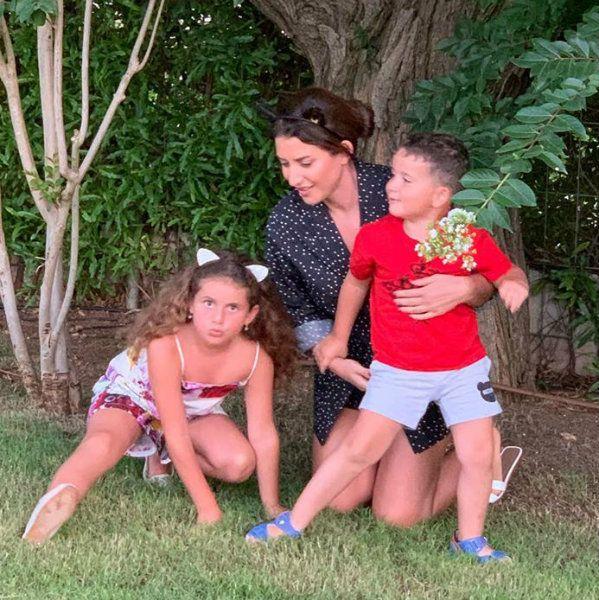 Жасмин похвасталась, что ее 7-летняя дочь перестала драться с младшим братом