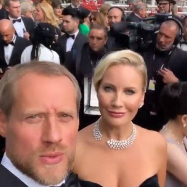 Елена Летучая показала, как они с мужем стояли в очереди на красную дорожку в Каннах