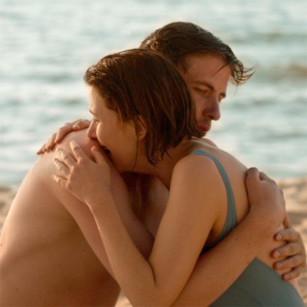 Александр Паль пригласит маму на премьеру фильма, в котором сыграл в большом количестве постельных сцен
