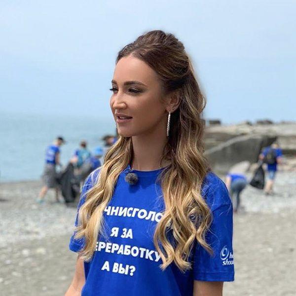 Ольга Бузова с волонтерами очистила от мусора один из пляжей Краснодарского края