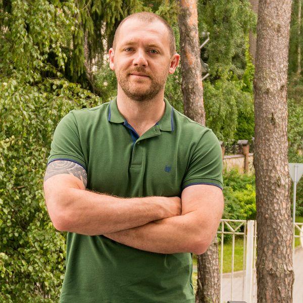 Денис Шведов получил травму на съемках 2-го сезона сериала «Бывшие»