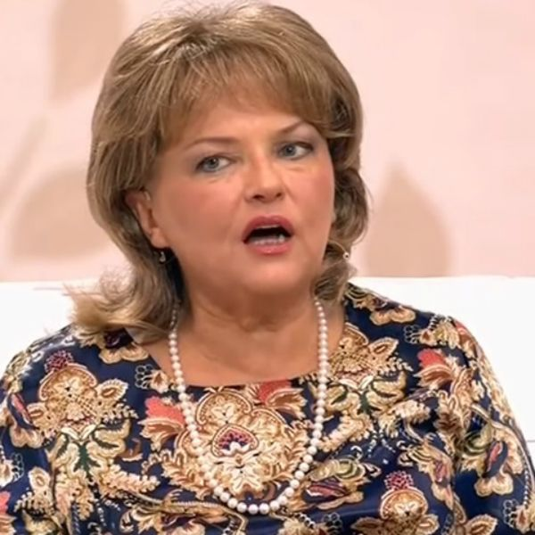 Больная раком звезда «Чародеев» Александра Яковлева приехала на съемки шоу «Судьба человека» в инвалидной коляске