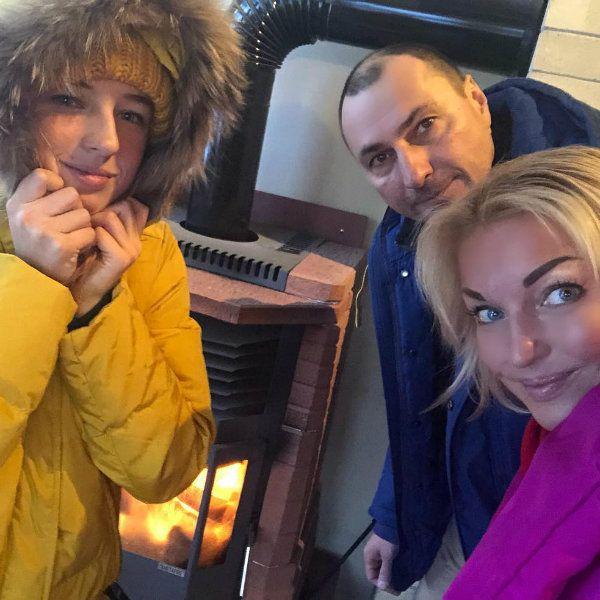 Анастасия Волочкова опубликовала семейное фото с дочерью и бывшем мужем