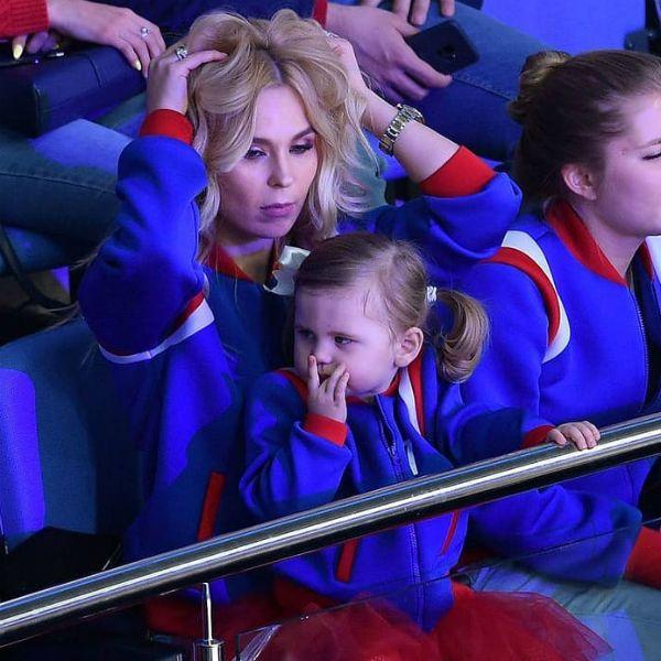 Пелагея и Иван Телегин перестали скрывать лицо 2-летней дочери