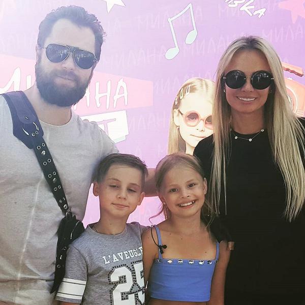 Звезда сериала «Универ» Виталий Гогунский встретился с бывшей женой на концерте дочери