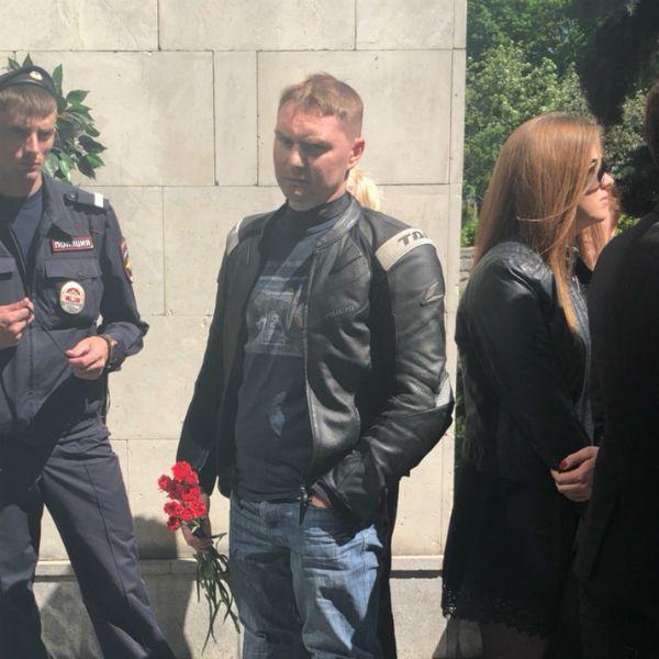 На церемонии прощания с Сергеем Доренко плакали даже мужчины