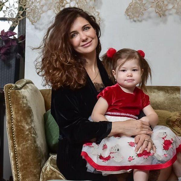 Екатерина Климова показала, как ее 3-летняя дочь поет песню