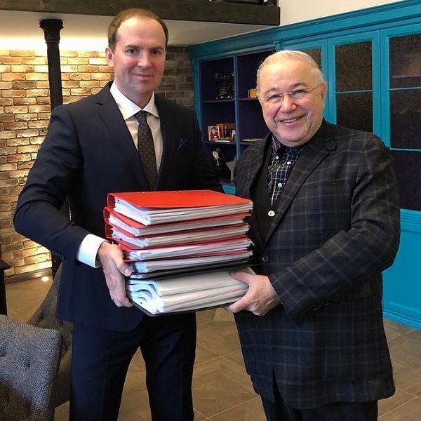 Адвокат Евгения Петросяна готов одолжить ему деньги на оценку совместно нажитого с Еленой Степаненко имущества
