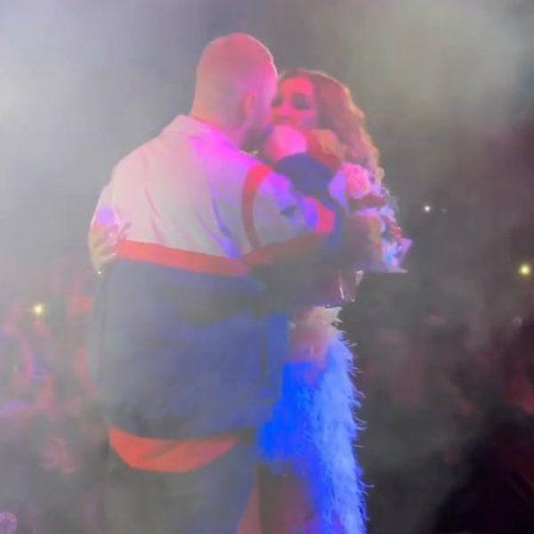 Ольга Бузова поцеловала Лешу Свика во время своего концерта
