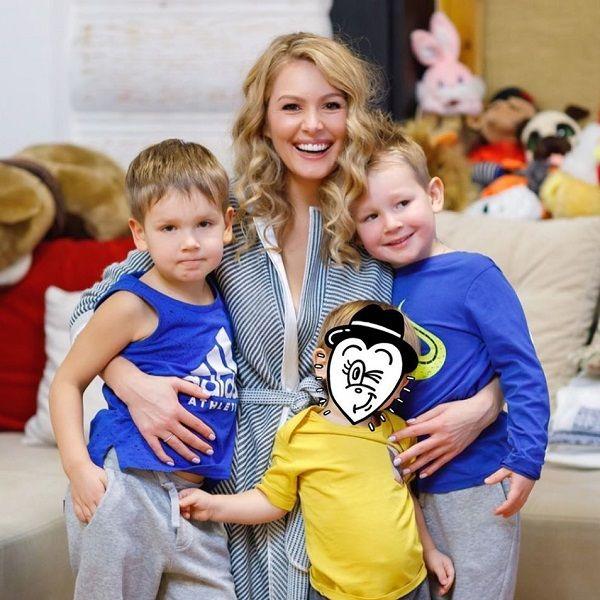 Мария Кожевникова ищет няню для старших сыновей через Instagram