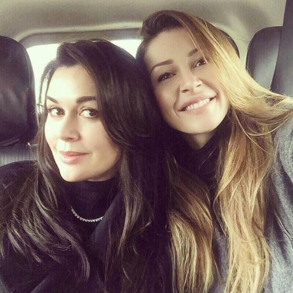 23-летняя дочь находящейся в коме Анастасии Заворотнюк принесла матери в больницу воздушный шар