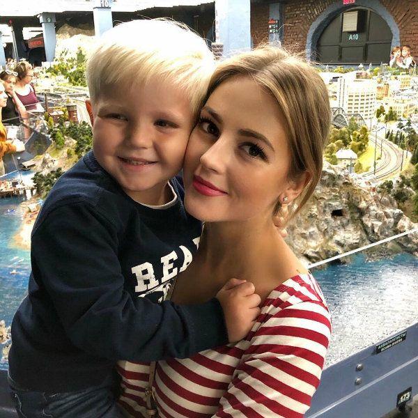 Звезда «Молодежки» Анна Михайловская воссоединилась с экс-супругом на дне рождения сына