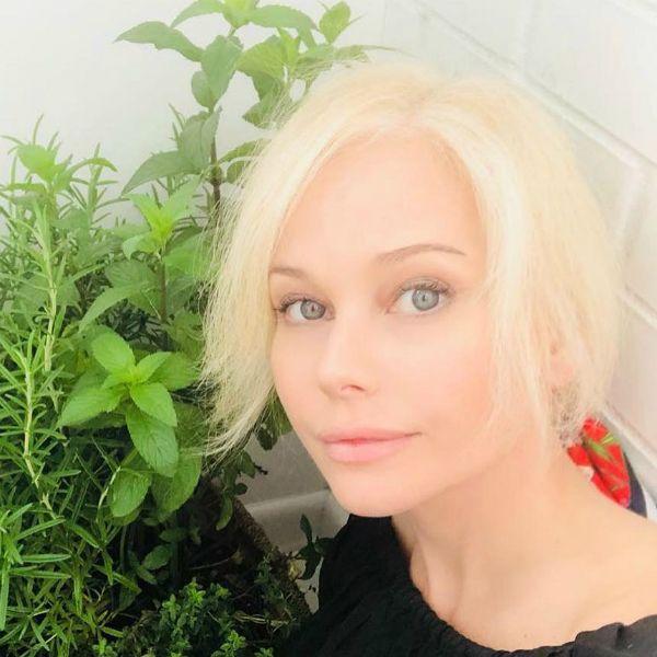 47-летняя Елена Корикова показала фигуру в бикини