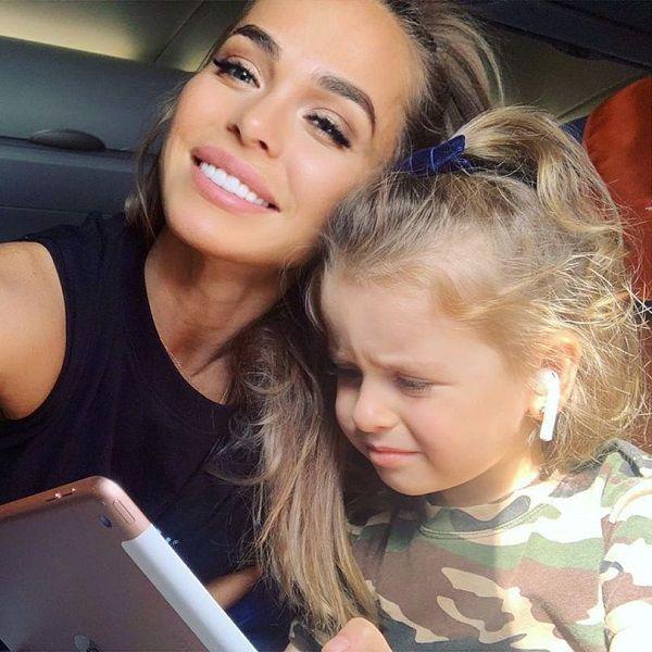 Анна Хилькевич снялась с обеими дочерьми в своем дебютном клипе «Мамы не из рекламы»