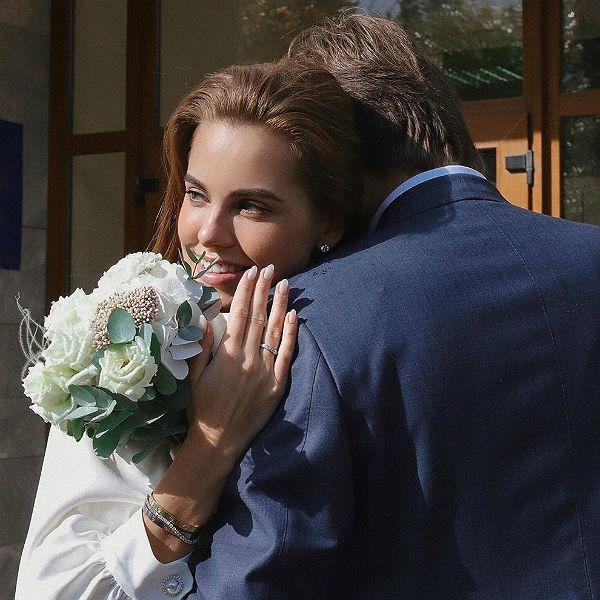 Победительница 6-го сезона «Холостяка» Дарья Клюкина расплакалась во время регистрации брака с Владимиром Чоповым