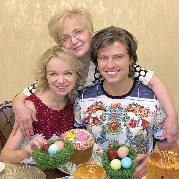 Месяц назад похоронивший отца Прохор Шаляпин отметил Пасху в компании Виталины Цымбалюк-Романовской и ее мамы
