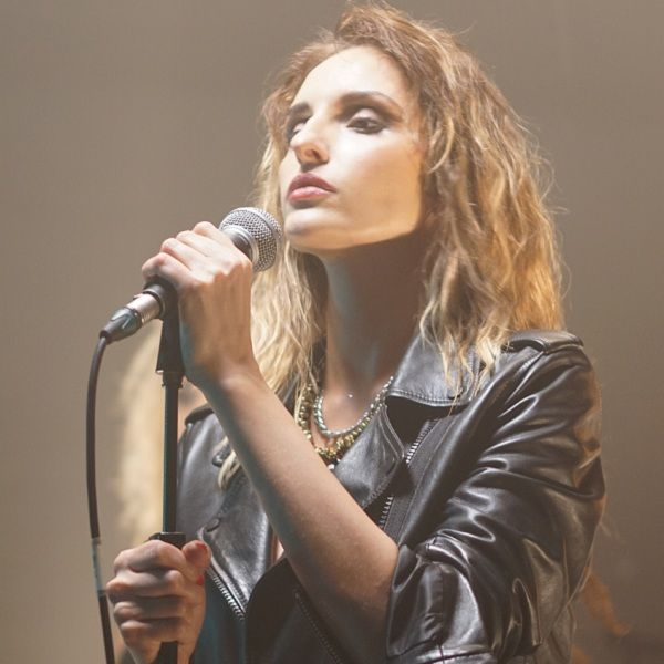Звезда «Полицейского с Рублевки» Софья Каштанова дебютировала как певица, записав саундтрек к сериалу «Учителя»