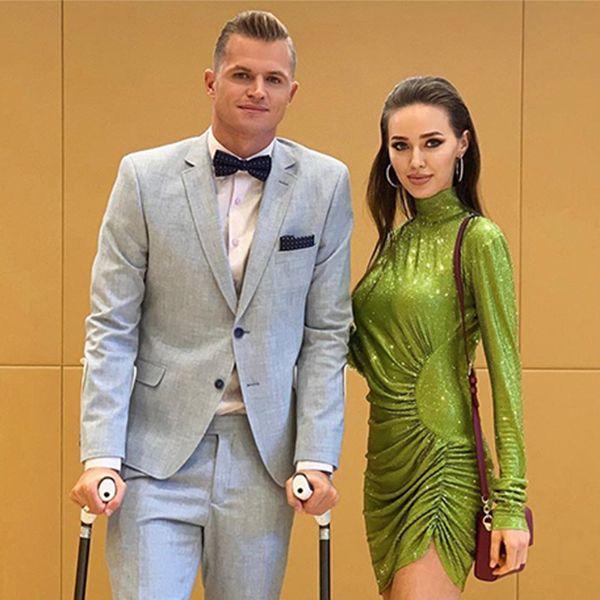 Дмитрий Тарасов пришел на свадьбу T-killah в шортах и с загипсованной ногой