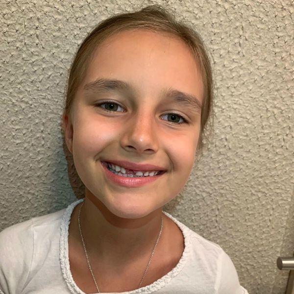 Кристина Орбакайте показала, как муж вырывает зуб их 7-летней дочери