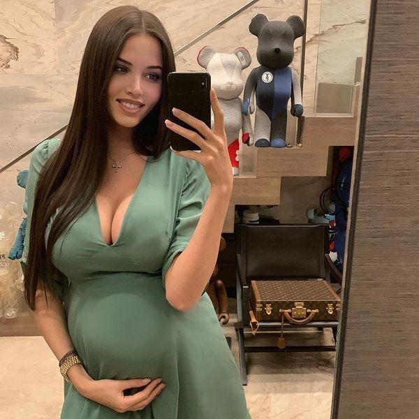 Находящаяся на 7-м месяце беременности Анастасия Решетова пожаловалась, что ей стало тяжело ходить
