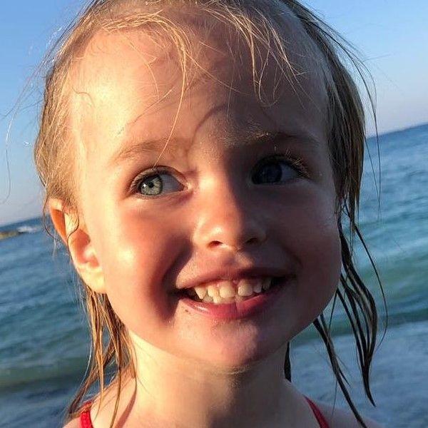 Сергей Безруков поделился умилительным фото 3-летней дочери с отдыха