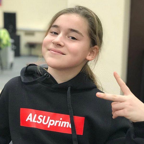 В интернете запустили флешмоб в поддержку 11-летней дочери Алсу Микеллы Абрамовой