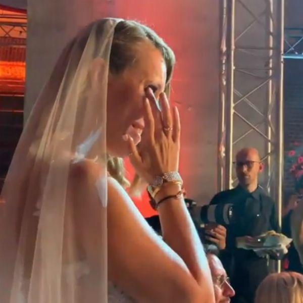 Ксения Собчак расплакалась на своей свадьбе с Константином Богомоловым
