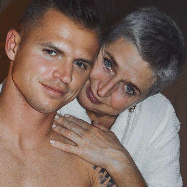 Дмитрий Тарасов трогательно поздравил маму с днем рождения