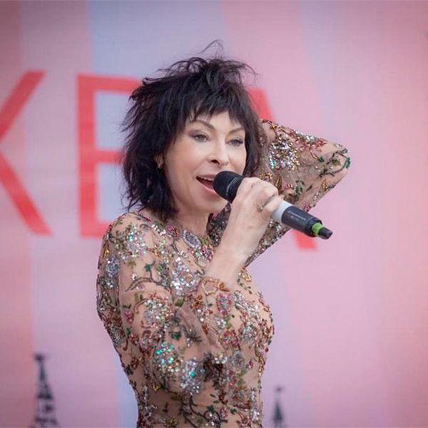 Обвиненная в злоупотреблении алкоголем Марина Хлебникова пришла на телеканал «Спас», где исполнила свою самую известную песню «Дожди»