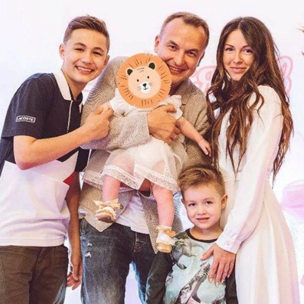 Супруг Нюши Игорь Сивов рассказал, как воспитывает сыновей от первого брака