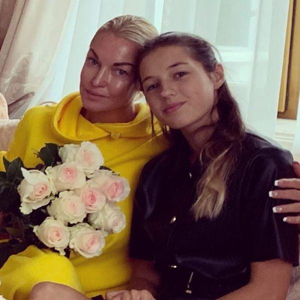 Анастасия Волочкова трогательно поздравила дочь с 14-летием