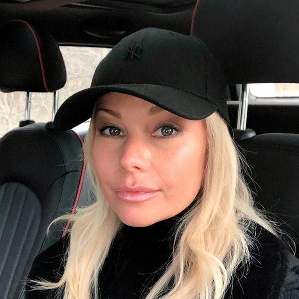 46-летняя Елена Корикова показала беременный живот