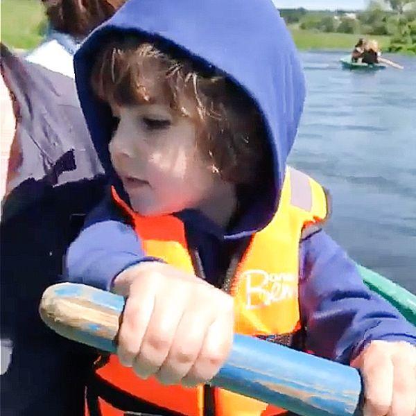 Максим Галкин показал, как его 5-летний сын Гарри гребет веслом