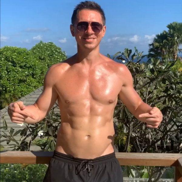 41-летний Тимур Батрутдинов похвастался накаченным торсом
