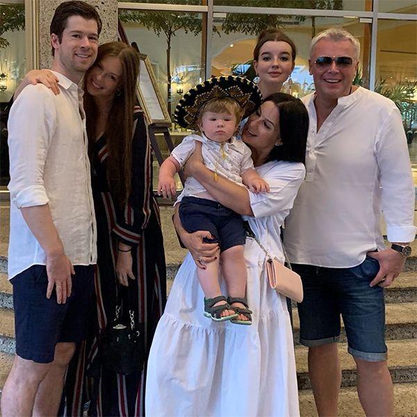 Стриженовы собрались всей семьей в Мексике на годовщине свадьбы старшей дочери