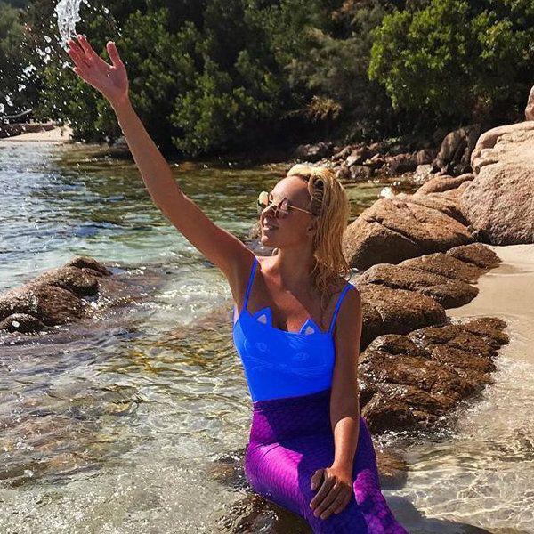 Яна Рудковская опубликовала пляжное фото с отдыха, на котором предстала в образе русалки