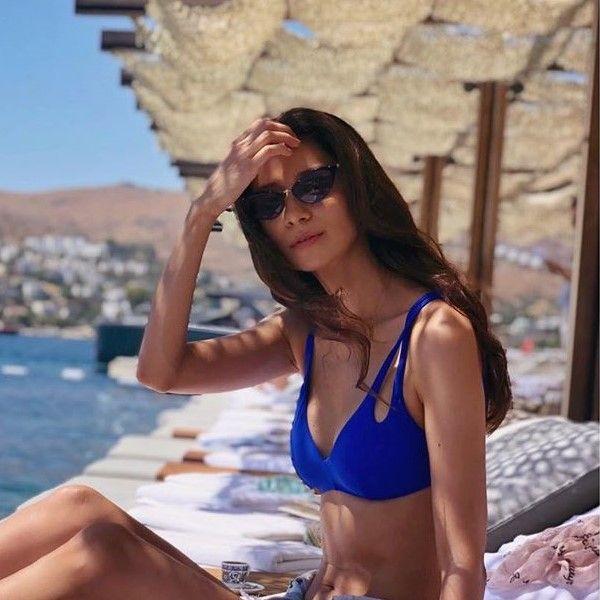 38-летняя Равшана Куркова опубликовала фото в купальнике с отдыха в Турции