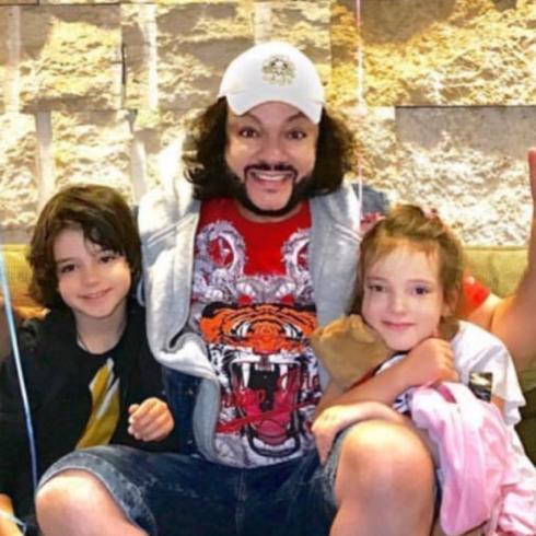 52-летний Филипп Киркоров признался, что воспитывает своих детей в строгости