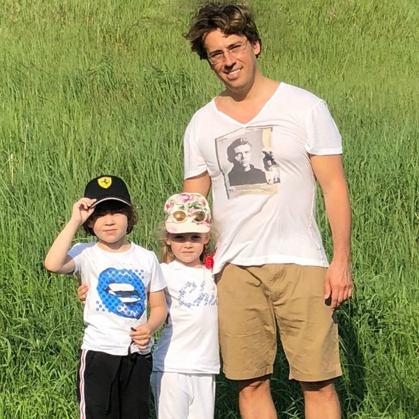 Максим Галкин показал, как их с Аллой Пугачевой дети играют в бассейне