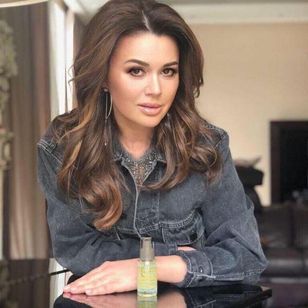 Близкий друг семьи Анастасии Заворотнюк Дмитрий Дибров прокомментировал слухи о раке мозга актрисы