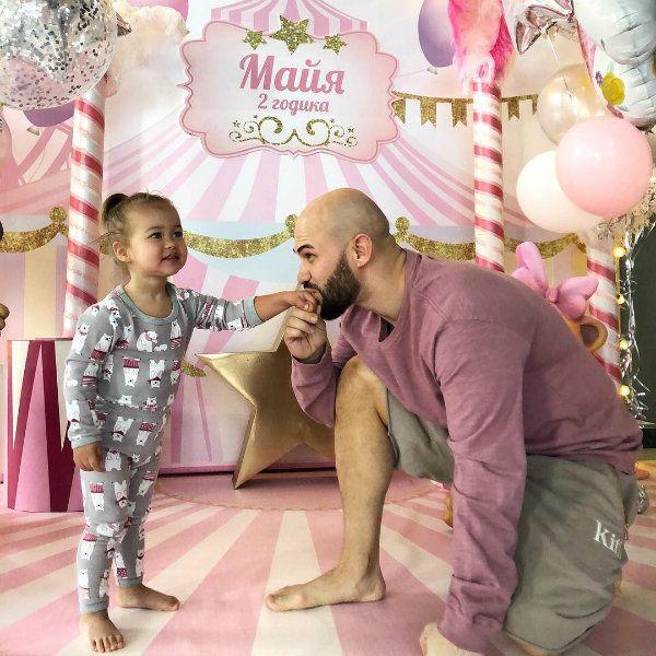 Джиган трогательно поздравил супругу Оксану Самойлову и младшую дочь Майю с днем рождения